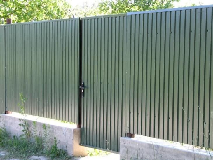 Виды металлопрофиля для использования в качестве кровельного и стенового покрытия